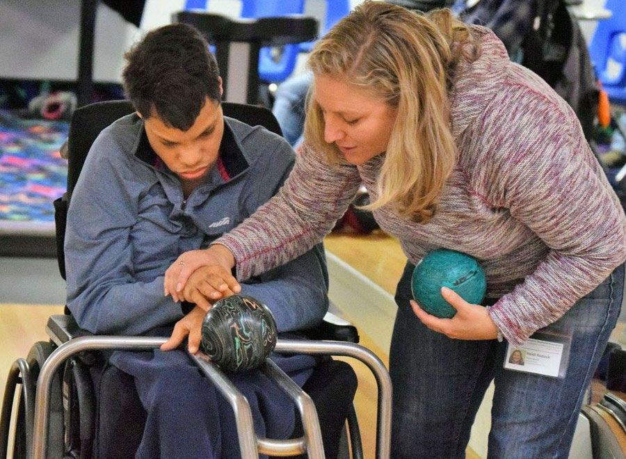Bowling with deafblind people